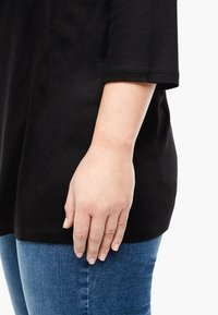 Triangle - MIT WASSERFALL - Long sleeved top - black - 3