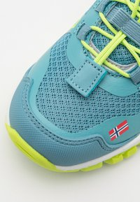 TrollKids - KIDS SANDEFJORD LOW UNISEX - Hiking shoes - dolphin blue/lime - 5