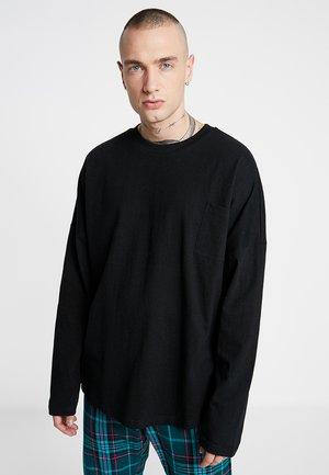 OVERSIZED CUT ON SLEEVE POCKET TEE - Maglietta a manica lunga - black