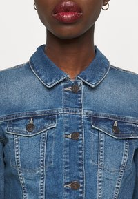 Noisy May Tall - NMDEBRA  - Jeansjakke - medium blue denim - 5