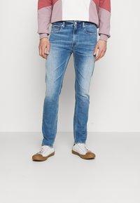 Tommy Jeans - SIMON SKINNY - Flared Jeans - denim - 0