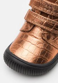 Woden - TRISTAN - Babyschoenen - burnished copper - 5