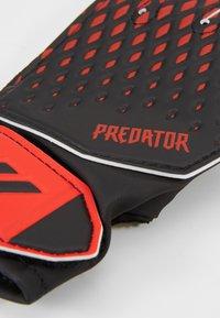 adidas Performance - PREDATOR FOOTBALL KIDS GOALKEEPER GLOVES UNISEX - Goalkeeping gloves - black/actred - 3