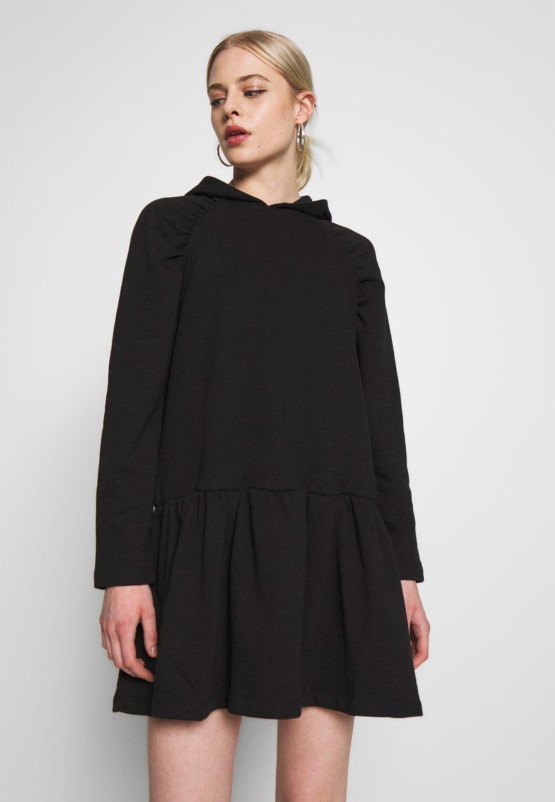 NA-KD - GATHERED HOODIE DRESS - Day dress - black