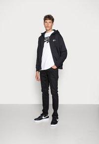 Nike Sportswear - CLUB HOODIE - Tröja med dragkedja - black/black/white - 1