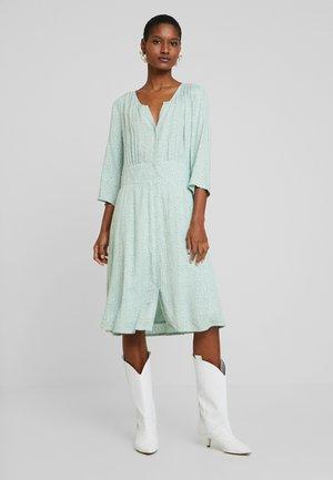 KARINA DRESS - Skjortekjole - soft green
