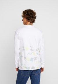 Vans - ELEVATED TIE DYE - Långärmad tröja - white - 2