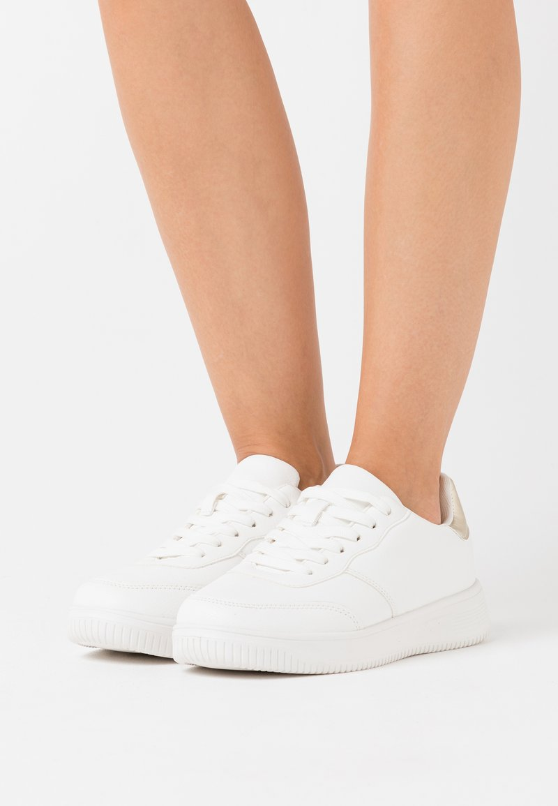 Rubi Shoes by Cotton On Wide Fit - WIDE FIT ALICE - Sneakers basse - gold/white