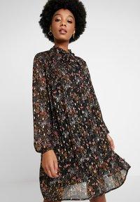 Le Temps Des Cerises - CAMELIA - Day dress - black - 0