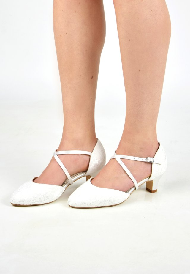 RENATE-SPITZE - Bridal shoes - ivory