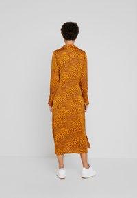 Levete Room - GHITA  - Košilové šaty - sudan brown - 2