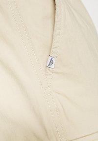 TOM TAILOR - PANTS - Pantaloni cargo - sandy beige - 6