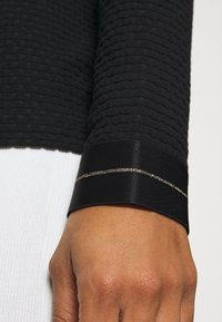 Nike Performance - Fleece jumper - black/metallic gold - 5