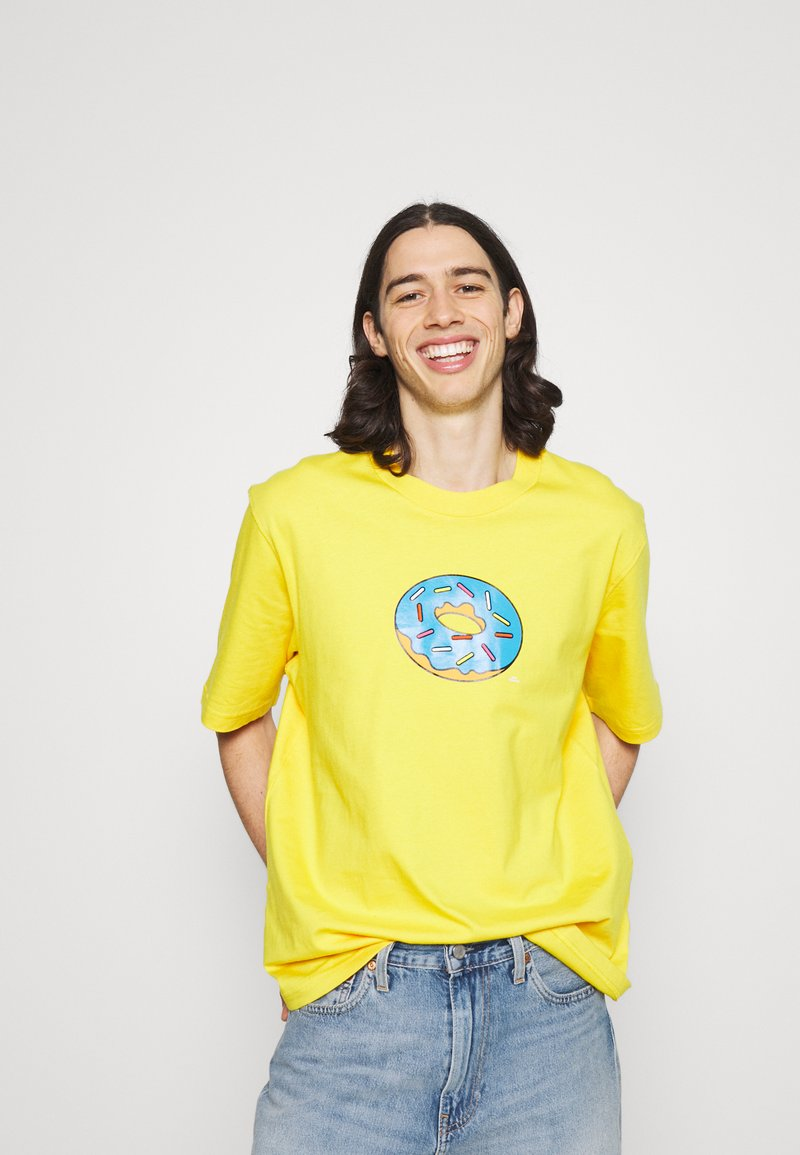 adidas Originals - DOH TEE - T-shirt med print - super yellow