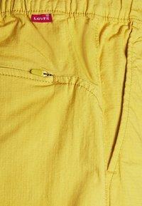 Levi's® - BELTED UTILITY UNISEX - Shorts - yellows/oranges - 6