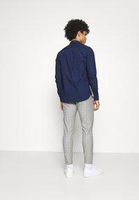 Gabba - PISA CHECK PANT - Trousers - brown - 2
