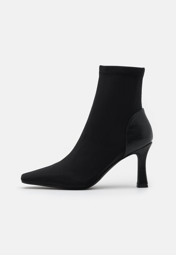 SQUARE FRONT BOOTS