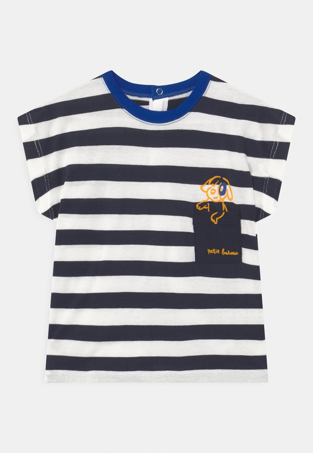 T-Shirt print - smoking/marshmallow