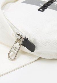 Calvin Klein Jeans - WAIST BAG EXCLUSIVE UNISEX - Bum bag - white - 3