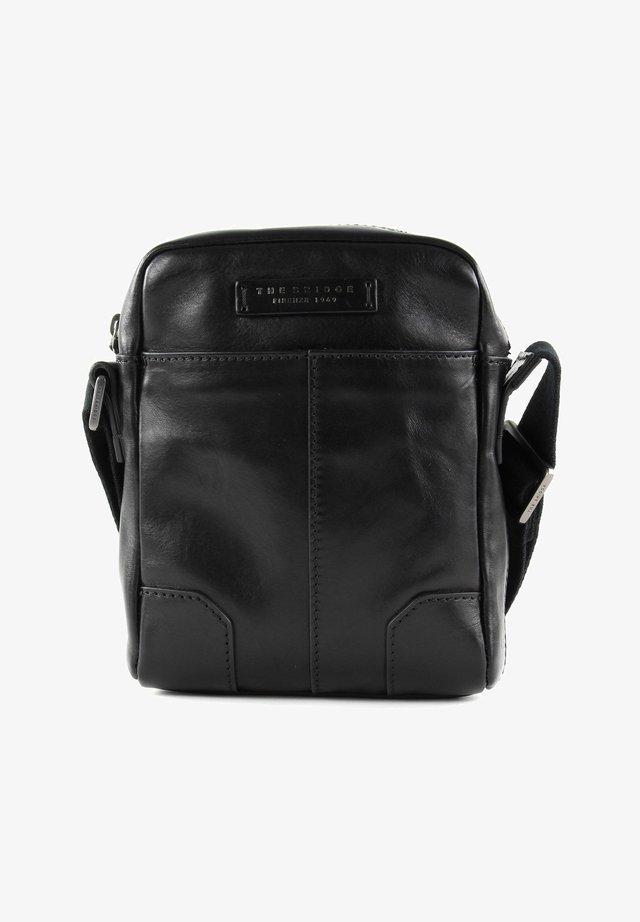 Vespucci - Handbag - black