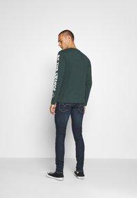 Levi's® - SKINNY TAPER - Jeans Skinny Fit - brimstone - 2