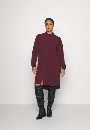 CARLUXSILVIA KNEE DRESS SOLID - Shirt dress - winetasting