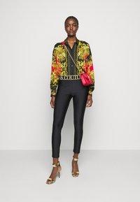 Versace Jeans Couture - LADY - Košile - black/carmin - 1