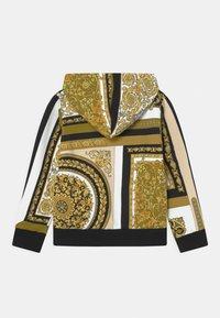 Versace - HERITAGE PRINT UNISEX - Zip-up sweatshirt - white/gold/kaki - 1