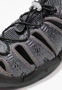 Keen - EVOFIT ONE - Chodecké sandály - heathered black/magnet - 5