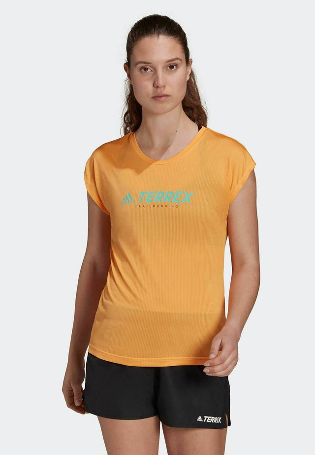 TRAIL  - Print T-shirt - orange