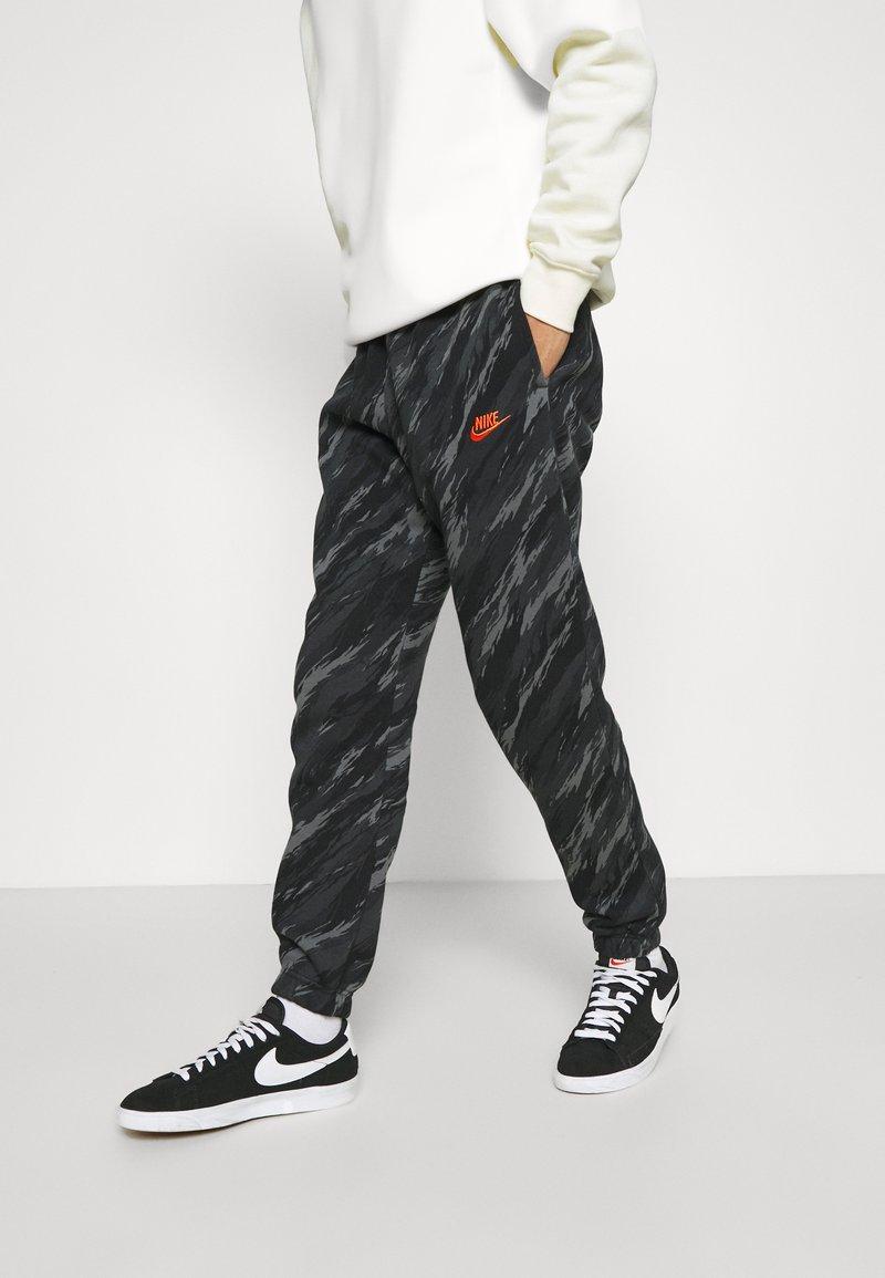 Nike Sportswear - PANT - Tracksuit bottoms - black/orange