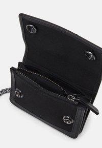 Belstaff - CHESTER UNISEX - Wallet - black - 2
