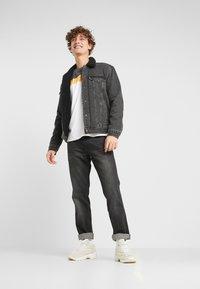 Levi's® - TYPE 3 SHERPA TRUCKER - Denim jacket - black denim - 1