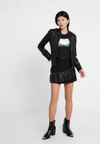 Calvin Klein Jeans - PHOTO PRINT MODERN SLIM TEE - T-shirts med print - black - 1