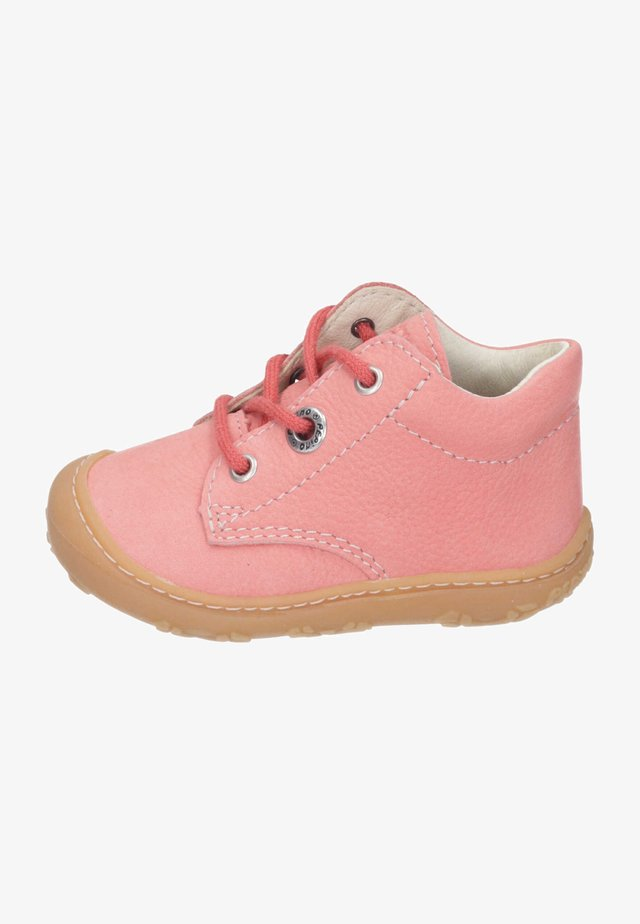 Chaussures premiers pas - strawberry