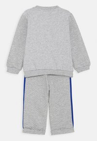 adidas Performance - FAVOURITES SET UNISEX - Tracksuit - medium grey heather/royal blue - 1