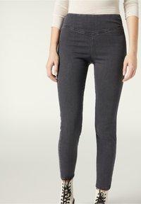 grigio jeans