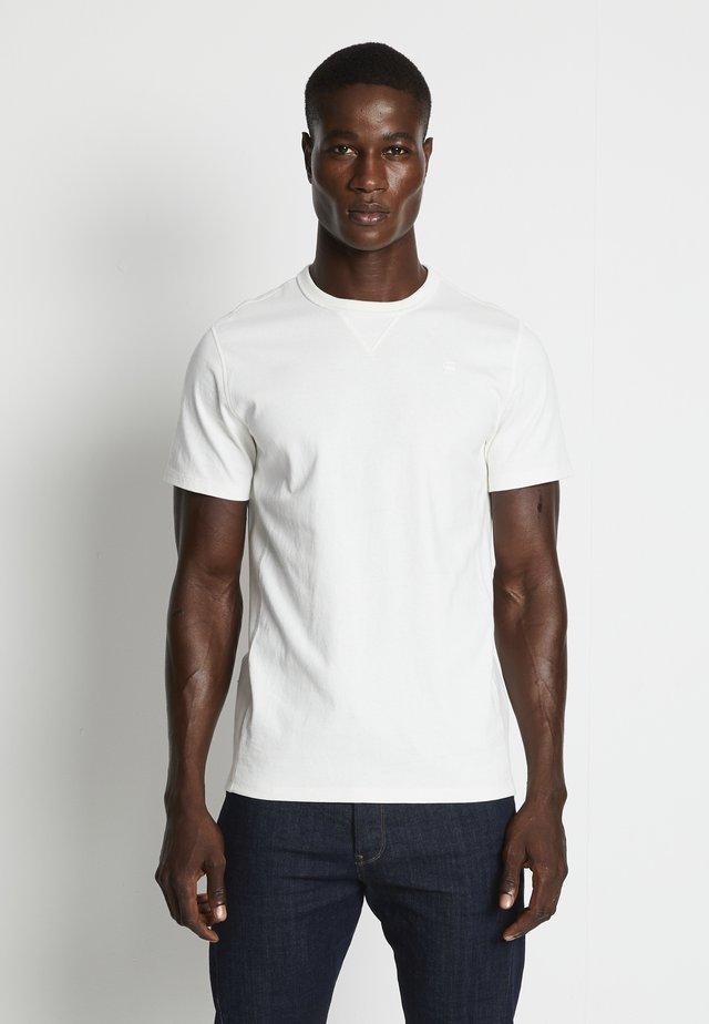 PREMIUM CORE R T S\S - T-shirts - milk