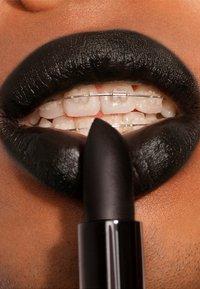 3ina - THE LIPSTICK - Lipstick - 900 panther black - 2