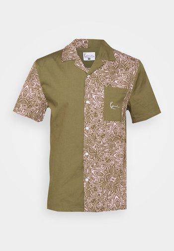 CHEST SIGNATURE PAISLEY BLOCK RESORT SHIRT  - Shirt - sand