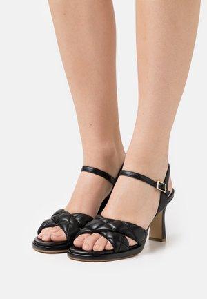Sandaalit nilkkaremmillä - savana nero
