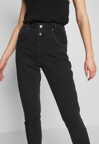 Topshop - BUT MOM - Džíny Relaxed Fit - washed black - 3