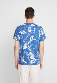 Weekday - PICTOR ALOHA  - T-shirts print - blue - 2