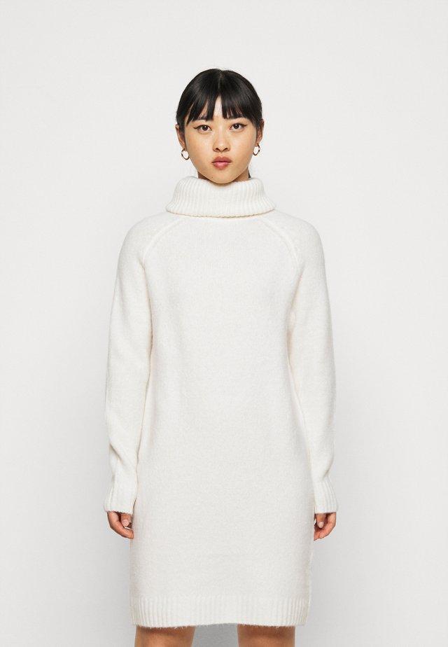 VIFLINKA COWLNECK DRESS - Strikket kjole - whisper white