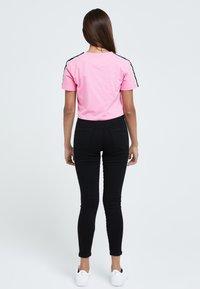 Illusive London Juniors - Slim fit jeans - black - 2