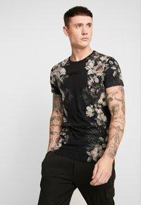 Religion - SKELETON AND PALM - Print T-shirt - black - 0