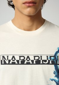 Napapijri - Print T-shirt - new milk - 3