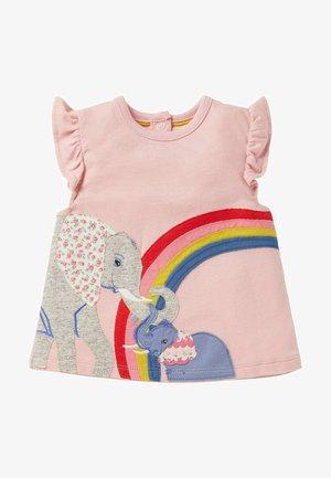 MIT FLATTERAPPLIKATION UND RÜSCHEN - Print T-shirt - delfinrosa, elefanten