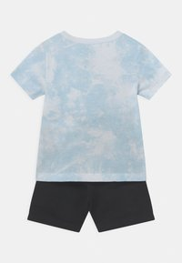 Nike Sportswear - MAGIC CLUB SET UNISEX - T-shirt con stampa - black - 1