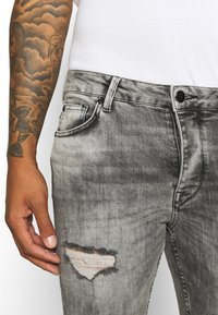 Gym King - WASHED RIP AND REPAIR - Jeans Skinny Fit - dark grey - 3